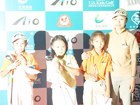 图文-全国青少年锦标赛收杆女子E组前三名