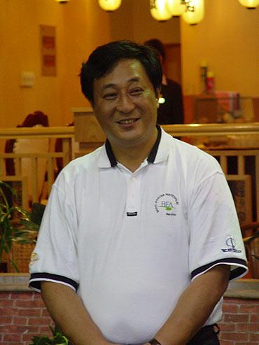 图文-全国青少年锦标赛收杆颁奖嘉宾严军