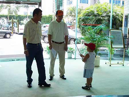 图文-张连伟杯青少年邀请赛小朋友问候张叔叔