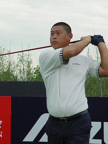图文-中国巡回赛北京站首轮崔小龙一号洞开球