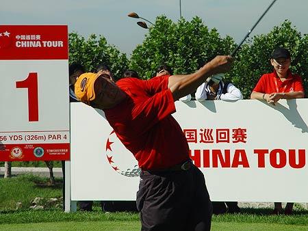 图文-中国巡回赛首站第三轮谭国华竭尽全力