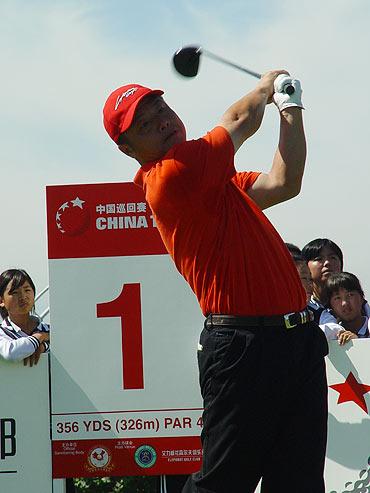 图文-中国巡回赛首站第三轮戚增发第一洞射鸟