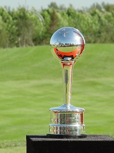 图文-中巡赛北京站颁奖仪式中国巡回赛奖杯