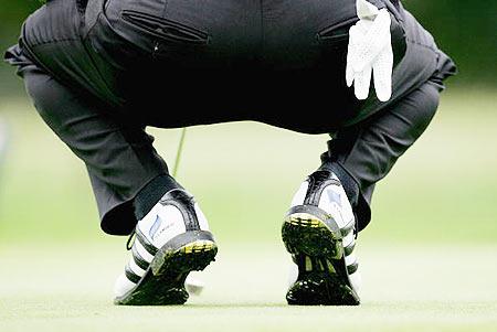 图文-宝马国际公开赛第二轮高尔夫鞋果岭秀