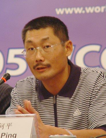 图文-WCG名人高尔夫赛见面会著名导演何平