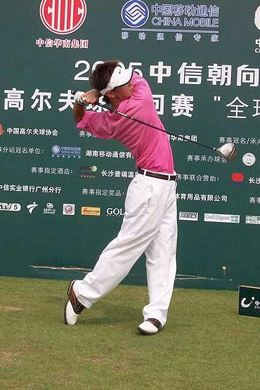 图文-业巡赛长沙站第三轮刘必麒粉红球衫亮相