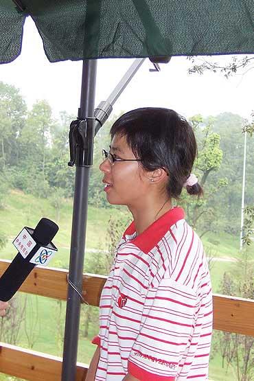 图文-业巡赛湖南移动站收杆周晓旋接受央视采访