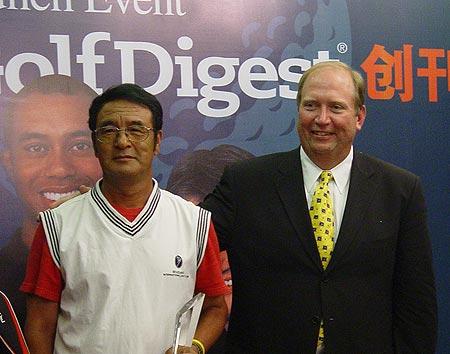 图文-《高尔夫大师》创刊赛孟昭明获得净杆冠军