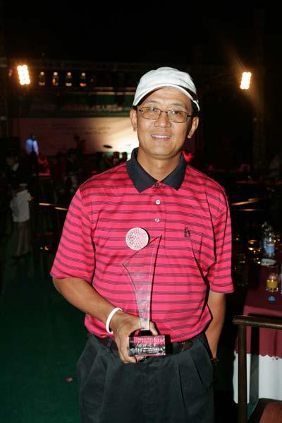 图文-精品高尔夫名人赛颁奖晚会总杆冠军王诚先生