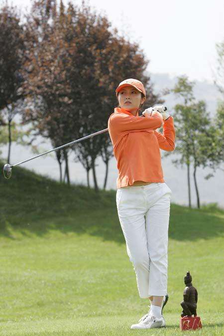 图文-精品高尔夫名人赛美女秀英姿开球瞬间