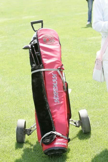 图文-精品高尔夫名人赛女士粉红色装备