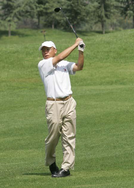 图文-精品高尔夫名人赛这一杆一定上果岭