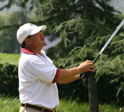 图文-精品高尔夫名人赛大力出手感觉不错