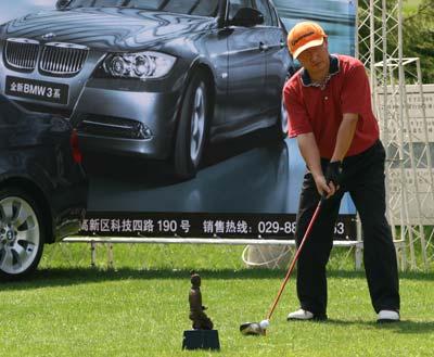 图文-精品高尔夫名人赛大奖之前有些紧张