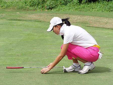 图文-BMW杯国际高球中国决赛超级名模谢东娜
