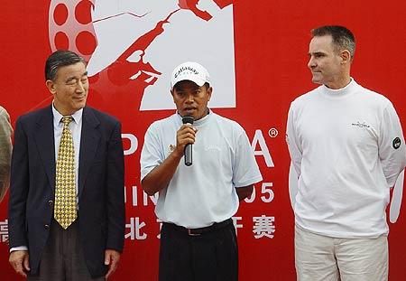 图文-北京公开赛冠军争夺战马山发表冠军感言