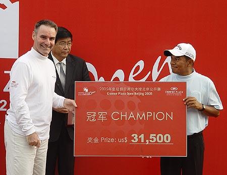 图文-北京公开赛冠军争夺战马山赢得冠军奖金