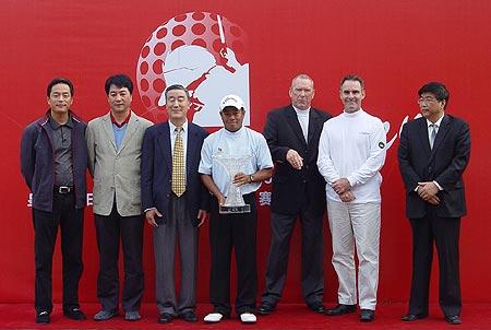 图文-北京公开赛冠军争夺战颁奖仪式嘉宾合影