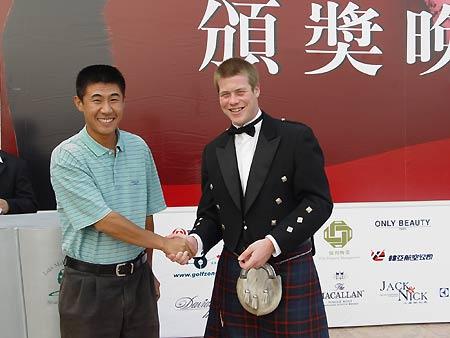 图文-上海美兰湖36洞邀请赛获奖了心情很不错