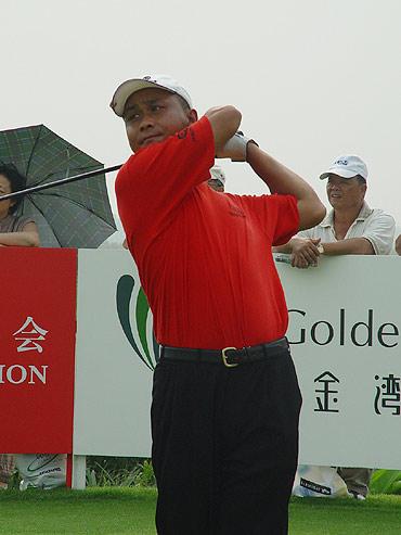 图文-中巡赛珠海站决赛轮刘强在1号洞开球