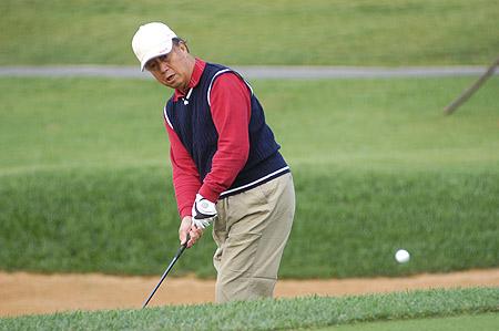 图文-高尔夫杂志五周年赛谢树生在比赛中