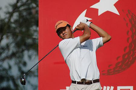 图文-中巡赛海南站第二轮收杆李超比赛中开球