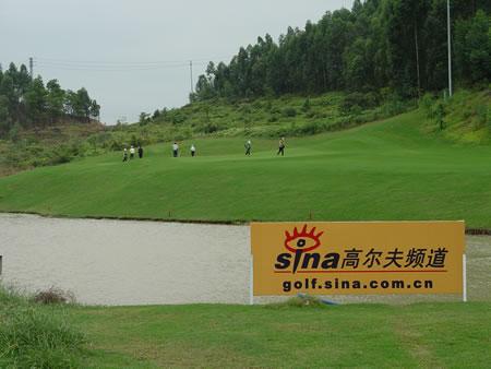 图文-中国业余巡回赛配对赛新浪关注业巡赛