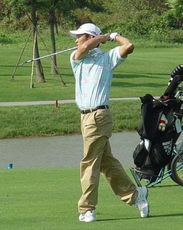 图文-2005业巡赛总决赛首轮重庆选手付新伟