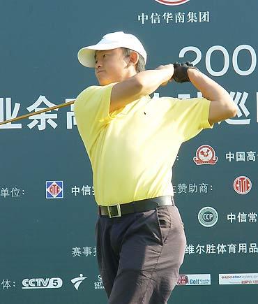 图文-业余巡回赛总决赛次轮黄文义大力开球