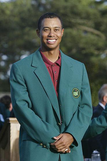 图文-伍兹2002美巡赛夺冠时刻再穿名人赛绿夹克