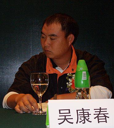 图文-业余巡回赛5周年展业巡赛年度冠军吴康春