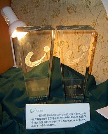 图文-业余巡回赛5周年展第一个特别贡献奖