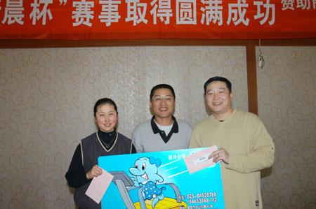图文-南京好友队新晨杯赛 张丽洁和叶伟获近洞奖图片