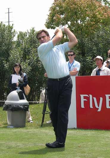 图文-BMW明星高尔夫挑战赛收杆英国选手佛度开杆