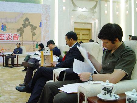 图文-中国捶丸复原艺术品观摩会国际友人关注捶丸