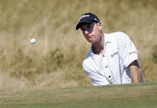 图文-英国高尔夫公开赛练习轮福瑞克沙坑救球