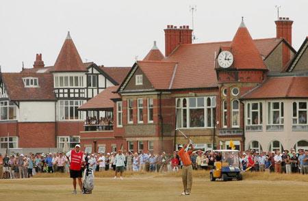 图文-英国公开赛第三轮榜首大战最后一组引人关注