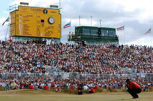 图文-伍兹卫冕英国公开赛冠军等待完成最后一推