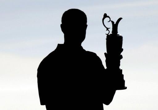 图文-伍兹卫冕英国公开赛冠军老虎如愿再捧奖杯