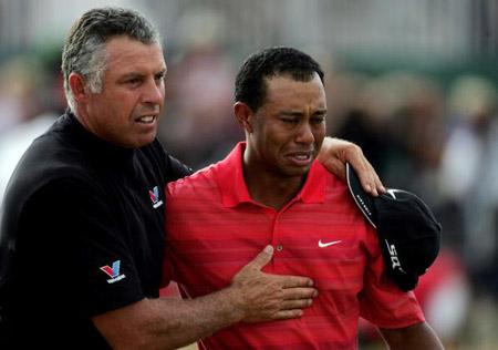图文-伍兹卫冕英国公开赛冠军英雄泪为父亲而流