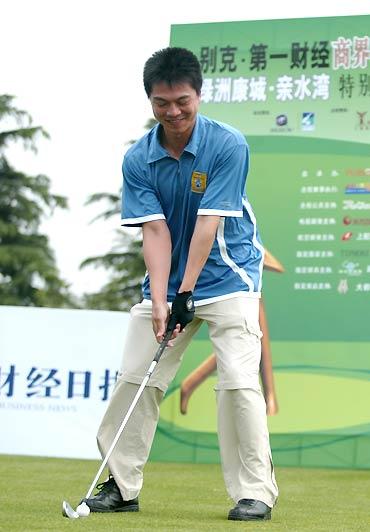 第一财经商界精英高球赛前世界乒乓球冠军江嘉良
