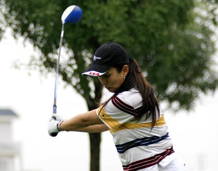 图文-全明星高尔夫球队月赛标准的上杆姿势