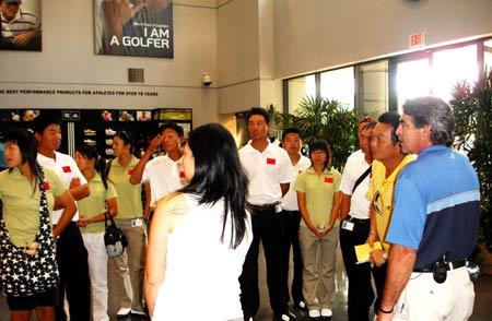 图文-国家队赴美集训在ADIDAS&TAYLORMADE总部参观