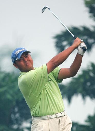 图文-美的中国精英赛第二轮黄明杰击球很稳重