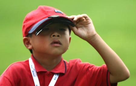 图文-美的中国精英赛决赛轮小球迷抬头张望