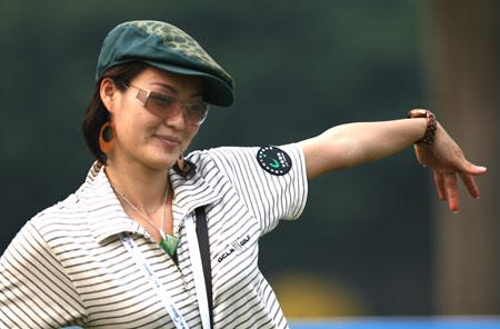 图文-美的中国精英赛决赛轮球场美女秀