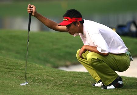 图文-美的中国精英赛决赛轮黄永欢果岭看线
