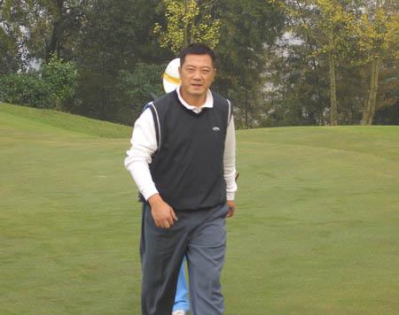 图文-FGT巡回赛湖南龙湖站选手球僮同步迈进