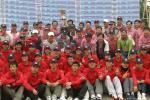 图文-高友联盟总决赛结束冠军队和自愿者合影