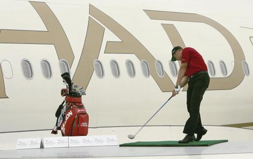 图文-阿联酋航空机翼挑战赛斯滕森挑战自我